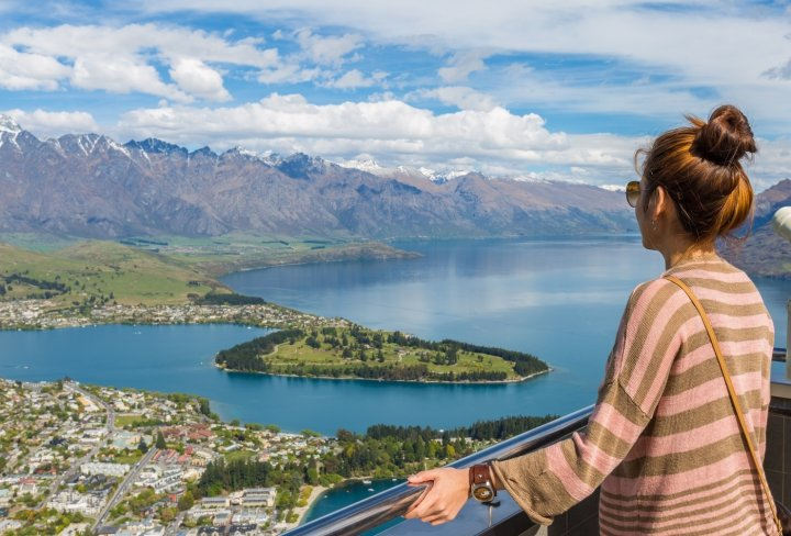New Zealand group backpacker tours